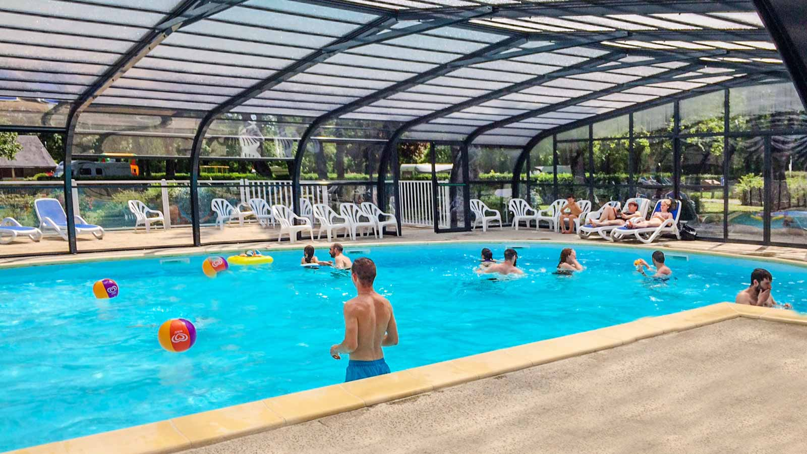 Camping pays de la loire location mobil home angers for Camping piscine couverte